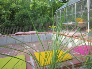 Neue Terrasse mit Gräsern