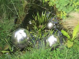.... es leichtet im Teich ....